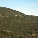 Au loin, le château de Serravalle