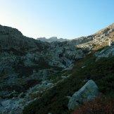 Première barrière rocheuse, première vue sur le Rotondu