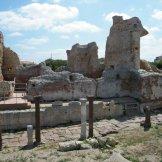 Le long des thermes, la voie romaine