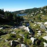 Un lac au loin
