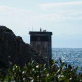 Le phare au loin