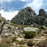 Les rochers sont bizarrement découpées. C'est plutôt un paysage de bord de mer