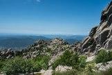 Belle vue sur les sommets lointains