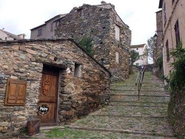 Un escalier à Penta di Casinca