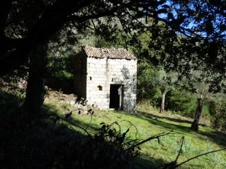 Une maisonnette près d'Ampaza