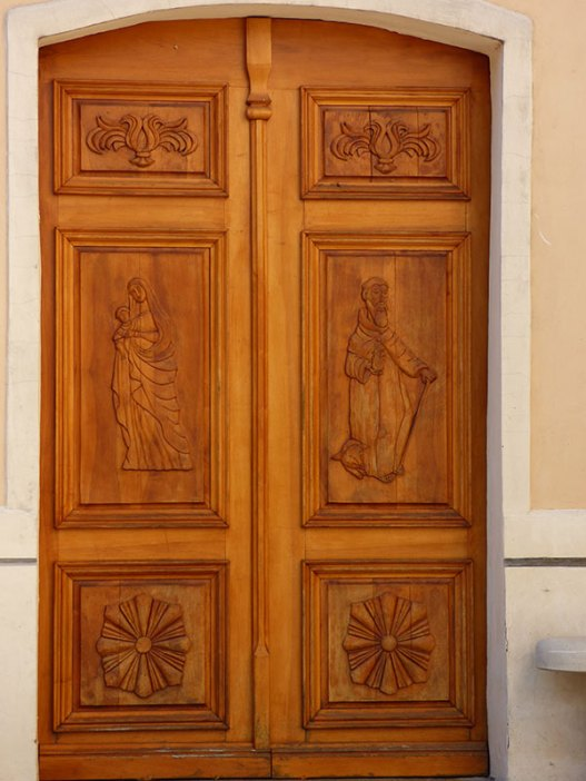 La porte de l'église de Riventosa