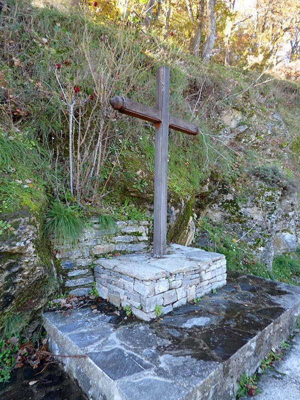 Une croix sur le chemin