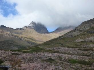 Le nuage s'est installé sur le sommet au retour