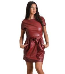 Μπορντό φόρεμα δερματίνη με ζώνη στην μέση