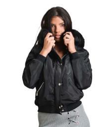 Μαύρο jacket με αποσπώμενη γούνα και κουμπιά