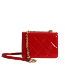 Τσάντα ώμου καπιτονέ βινύλ με αλυσίδα και κούμπωμα μαγνήτη (Κόκκινο)