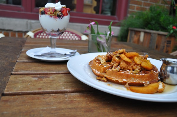 cafe-benelux-milwaukee-chicago-food-girl-chicken-waffles