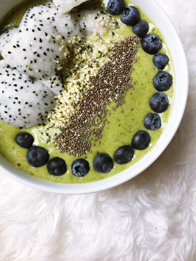 Recipe: Matcha Green Tea Spinach Smoothie Bowl