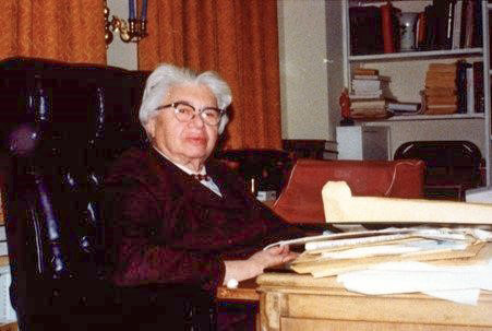 Portrait of Pearl M. Hart seated at desk.