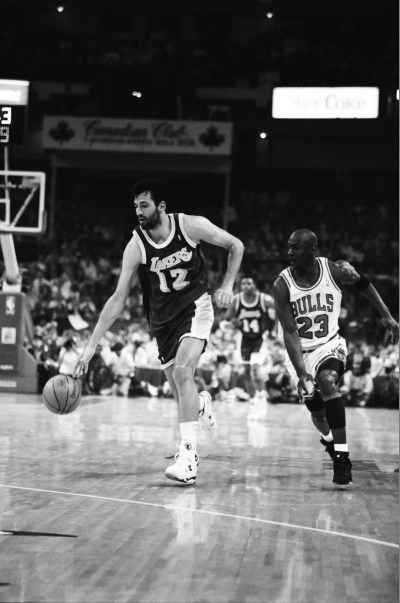Michael Jordan attempts to steal the ball from Vlade Divac