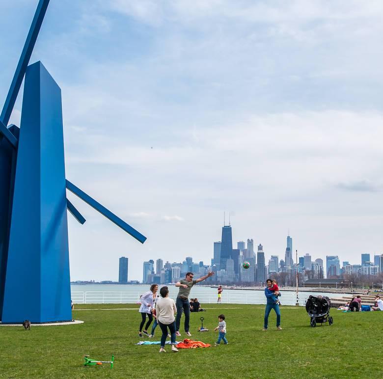 إعادة افتتاح واجهة بحيرة شيكاغو والملاعب والمسابح الداخلية رسمياً