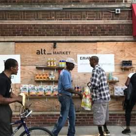 «Grocery Run Club»: منظمة تساعد في توفير الطعام والضروريات لمجتمعات شيكاغو المحرومة