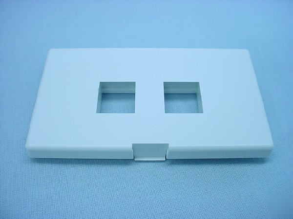 White Quickport Cubicle Wallplate Fits Herman Miller