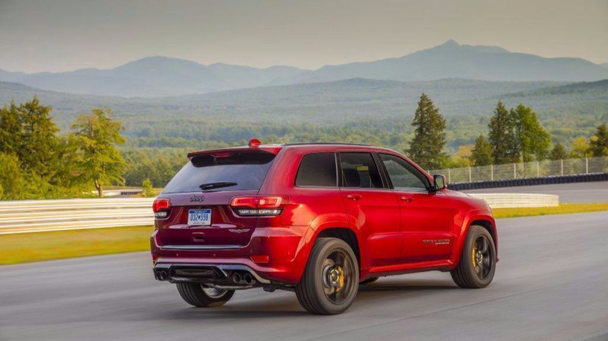 hight resolution of driving the 707 horsepower jeep grand cherokee trackhawk in a word sick