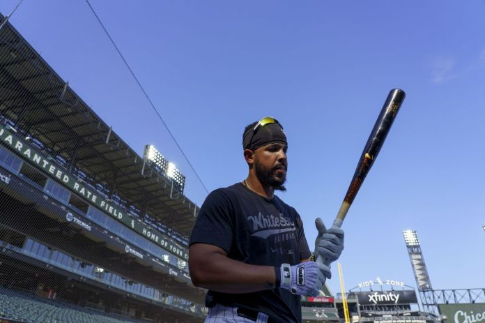 Chicago White Sox first baseman Jose Abreu gets set to take batting practice before playing the Toronto Blue Jays at Guaranteed Rate Field on June 8, 2021.