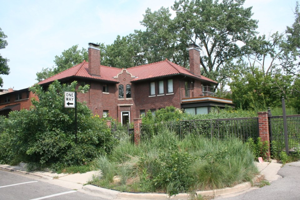 House at the edge of River Park