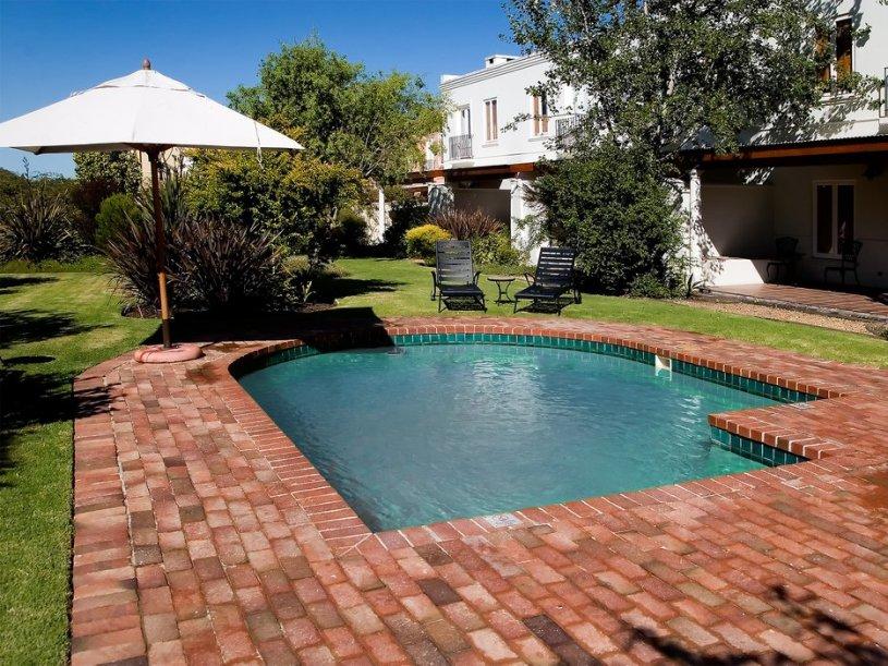 55f193864cb36d1b2f0e6bd2_spier-hotel-stellenbosch-south-africa-pool