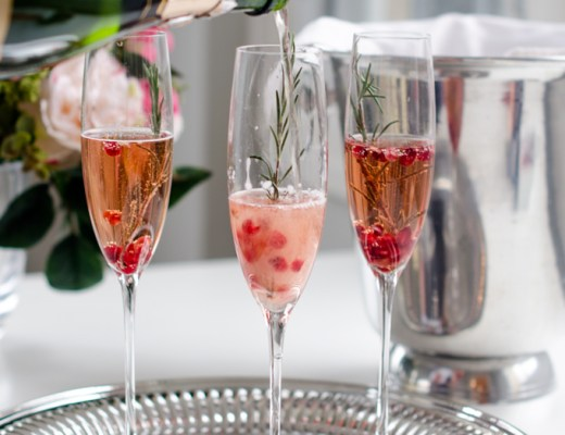 Dress up your champagne with pom juice, pomegranate arils and a sprig of Rosemary. An easy and chic cocktail for parties or gatherings! | www.chicandsugar.com
