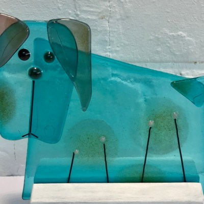 Blue dog - Fused glass with powders - 11 x 11 cm - by Anne Marshall