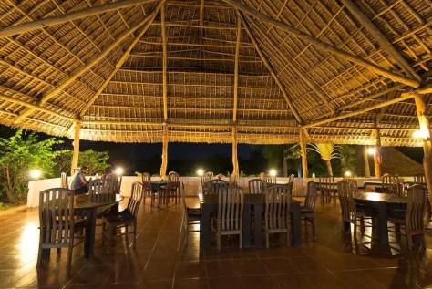Bagamoyo Hotels: Bomani Beach Bungalows by Night, Bagamoyo