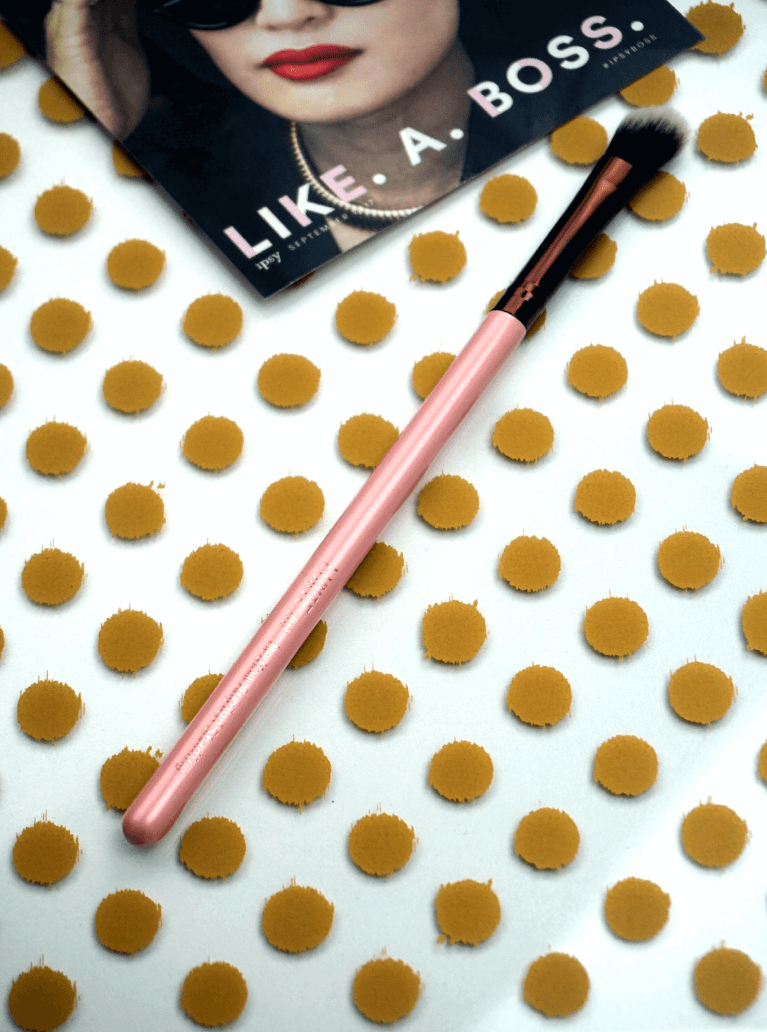 Ipsy Reviews Sepptember 2017 Ipsy Glam Bag | Rose Gold Medium Angled Shading Eye Brush 207 by Luxie Beauty | Chiclypoised | chiclypoised.com