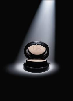 Giorgio Armani 2010 summer makeup powder Giorgio Armani Sunscreen Silk Compact Powder SPF 35 for Summer 2010