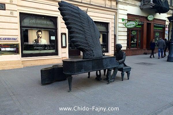 Piotrkowska street statue