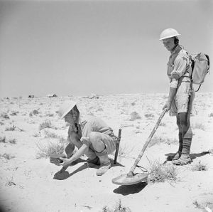 MINE_DETECTOR_IN_NORTH_AFRICA_1942