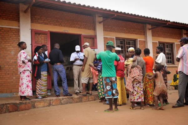 Burundian authorities crack down on press ahead of elections