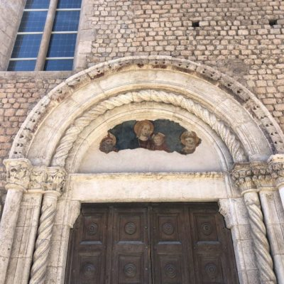 portale laterale di San Silvestro in L'Aquila
