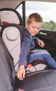 Zusätzliche Sicherheit: Kinder sind immer in Bewegung. Daher gibt es bei Britax einen neuen Gurthaltepunkt, um das Verletzungsrisiko im Bauchbereich weiter zu senken.