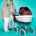 """Ursula und Hans-Dieter Kroll, Generalvertretung Deutschland von Nana Kinderwagen, mit Kinderwagen """"Toscana"""""""