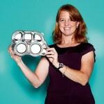 Mary Beth Warner, Business Development Manager von Innobaby, mit Platter Baby Bottle Warmer von Dindin