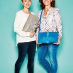 Britta Abel und Stafanie Walker-Behrens, Geschäftsführende Gesellschafterinnen von Terrylove, mit Wickel-Clutchbags