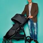 Björn Wörner, Inhaber von bw Handelsagentur CDH, mit Kinderwagen von Baby Jogger