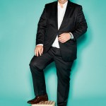 """Helge Sudendorf, Head of Marketing & Product Management von Keeeper, mit Doppelstritthocker aus der Serie """"Frost"""" in Farbe """"Capuccino"""""""
