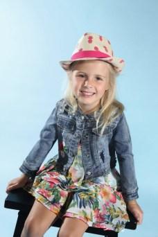 Mia mit Mayoral, Hut von Maximo beim Childhood-Business-Shooting auf der Kids Now im Sommer 2018