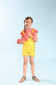Eliana mit 4funkyflavours mit Schuhen von Zecchino d'Oro beim Childhood-Business-Shooting auf der Kids Now im Sommer 2018