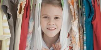 Neue Verpackungsverordnung trifft den Textilhandel - auch sind Bügel betroffen.