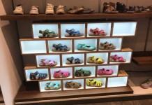 Im Praxistest von Scalerion kamen Displays zum Einsatz, die sich in bestehenden Geschäften hochwertig integrieren lassen. Und bei der herkömmlichen Bevorratung lassen sich einzelne Modelle auch in die Hand nehmen und anprobieren. Ist das passende Modell in der gewünschten Farbe nicht vorhanden, wird es kurzerhand nachbestellt.