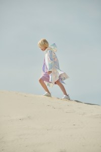 Das russische Label Lu Kids präsentiert auf der Playtime eine vielversprechende Kollektion in zarten Rosétönen mit holographischen Elementen.