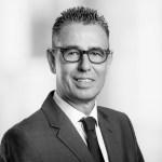 Der Diplom-Betriebswirt Markus Oster, Vater zweier Kinder, ist bereits seit 1992 bei der Koelnmesse tätig und dort als Geschäftsbereichsleiter Messemanagement unter anderem für die Ausrichtung der Kind+Jugend zuständig. Darüber hinaus verantwortet er auch die Messen Art Berlin, Art Cologne und Cologne Fine Art sowie die Didacta.
