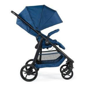 """Der Sportwagen Chicco Multiride ist ab März 2020 in den Farben """"Deep Blue"""", """"Jet Black"""" und """"Light Grey"""" zu einem Preis von 249 Euro erhältlich."""