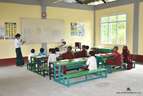 bambini a scuola orfanotrofio sasana birmania - children do matter