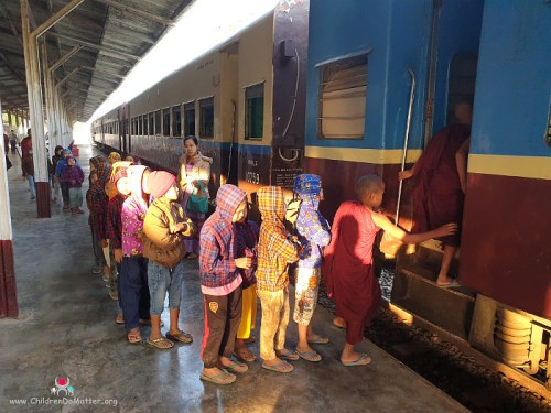 children getting on the train to kalaw - children do matter